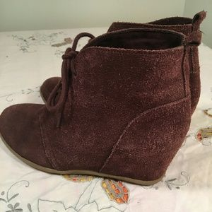 Minnetonka Shoes - Minne Tonka brown suede ankle boots, lace up front
